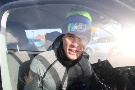 Koude wind, omkleden in de auto dus!