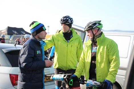 Bram na de finish met mede Pettemers Arie en Michiel..